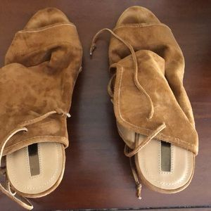 Tahari suede wedge lace up sandals size 11